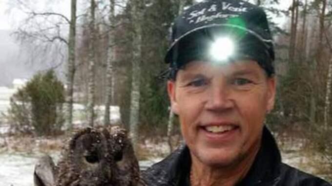 Gert-Ove Persson har varit sotare i 47 år. Ugglan på bilden räddades från en skorsten. Foto: Privat