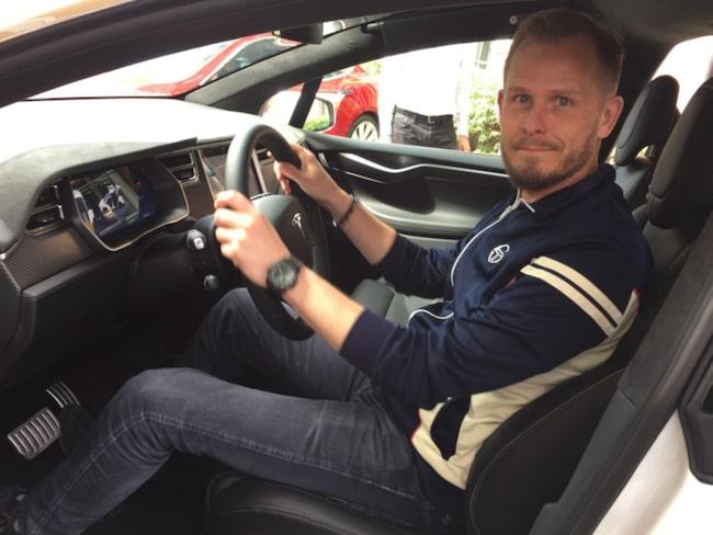 Expressens reporter David Jakobsson är bland de första i Europa att få testa Tesla Model X.