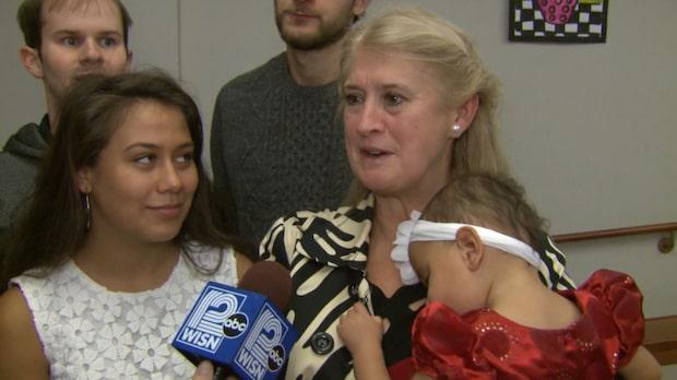 Familjen adopterade sin dotters syster – 20 år senare