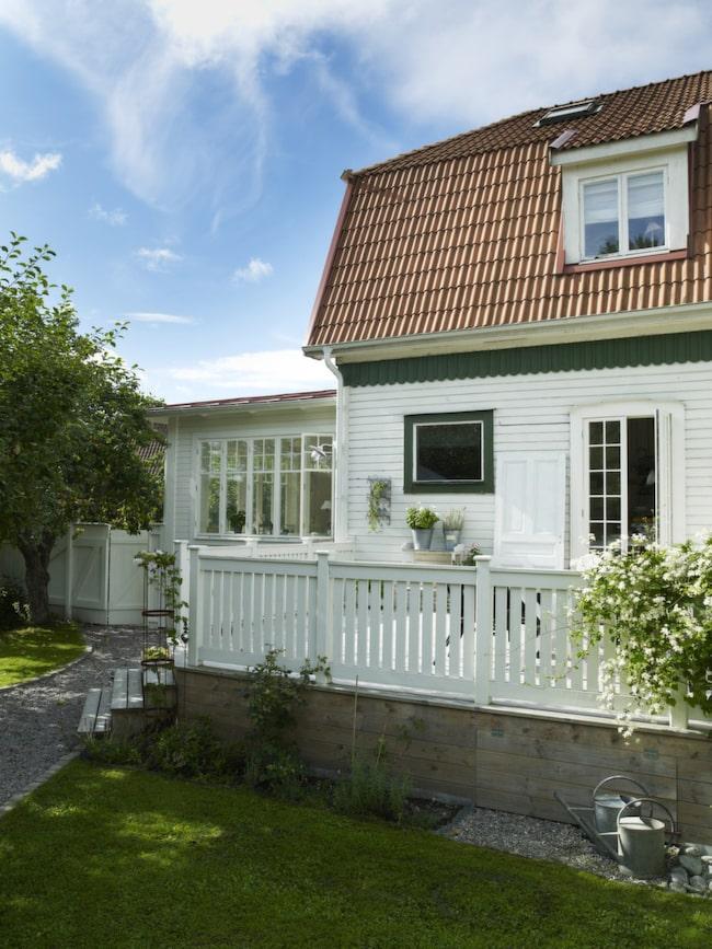 Huset<br>Huset från början av 1900-talet var ursprungligen arbetarbostäder åt verkstaden som tillverkade NK-möbler.