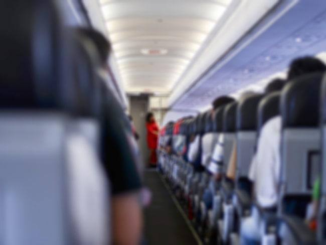 Vid en olycka är det viktigt att flygbolagets personal finns synlig och guidar resenärerna.