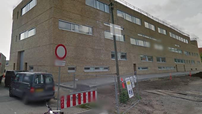 Flickan står åtalad för förberedelse till terrorbrott vid rätten i Holbæk. Åklagaren yrkar på att hon döms till förvaring, livstids fängelse. Foto: Google