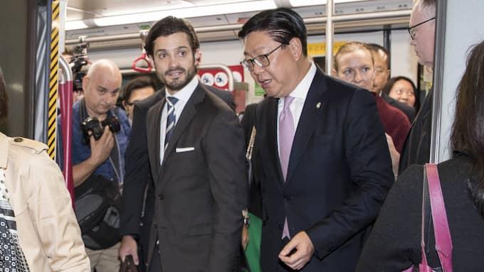 Under större delen av sig sitt besök i landet har han transporterats i bil – men sista dagen hoppade han på tunnelbanan. Foto: DAVID SICA / STELLA PICTURES