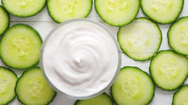 <span>Gurka och naturell yoghurt gör huden mjuk och slät.</span>