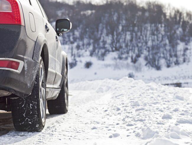 Naturvårdsverket vill se fler åtgärder för att öka andelen som väljer dubbfria vinterdäck. Men däck ska väljas efter väglag och behov, anser Motormännen.