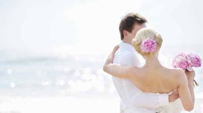 Svenskarna lägger i snitt 54 000 kronor på sitt bröllop, enligt siffror från institutet för Privatekonomi hos Swedbank. Foto: Colourbox