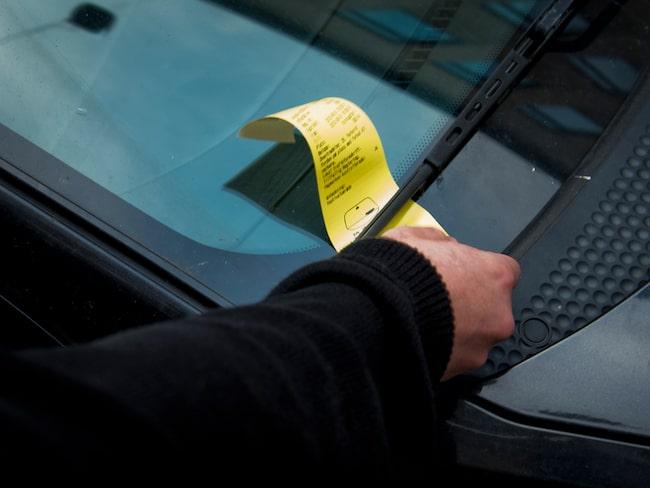 """Obetalda parkeringsavgifter har minskat kraftigt. En av de viktigaste anledningarna är den så kallade """"bilmålvaktslagen""""."""