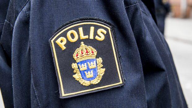 Polisjakt efter beväpnad man – rånade restaurang