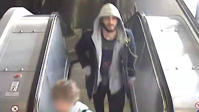 Nu kan du bidra till att lösa brotten. Känner du igen mannen på bilden? Hör av dig till polisen på 114 14.