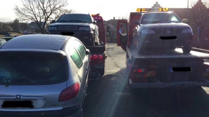 Under fredagsmorgonen slog polisen till mot felparkerade bilar Varberg som tillhör så kallade bilmålvakter. Foto: POLISEN VARBERG