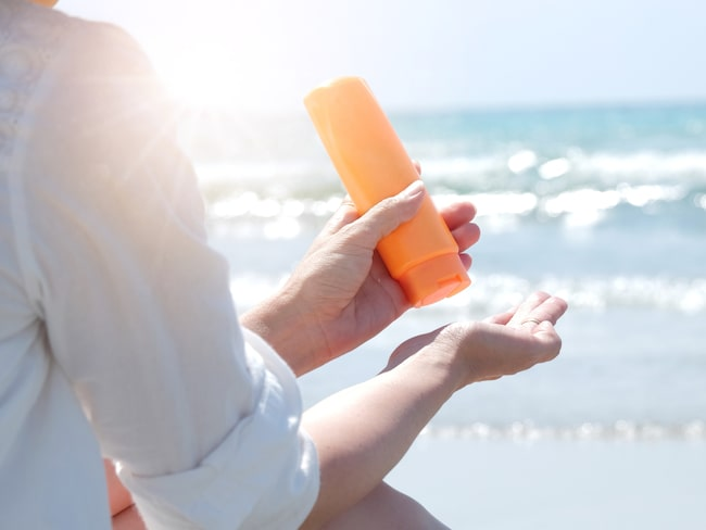 Var särskilt noga med att välja hög solskyddsfaktor i början av säsongen.