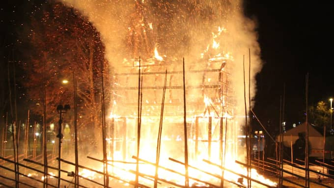 21-åringen döms nu för att ha satt eld på den traditionsenliga bocken i Gävle. Foto: Roger Nilsson/Tt / TT NYHETSBYRÅN
