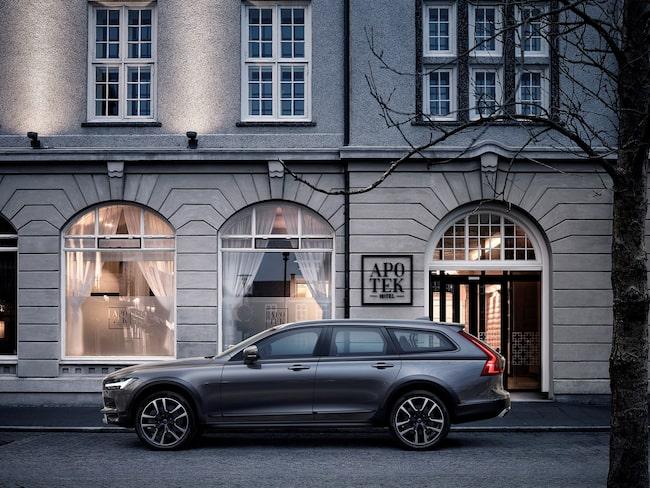 Volvo V90 blev den mest sålda modellen i Sverige i oktober – och hjälpte därmed till att hålla kvar biltillverkaren i säljtoppen.