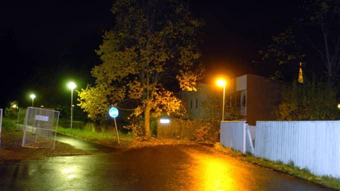 Vid vändplanen på Åsgatan såg flera vittnen en mystisk bil. Foto: Sven Lindwall