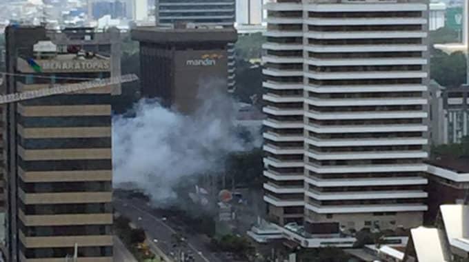 Enligt vittnesuppgifter till AP ska tre självmordsbombare och två beväpnade män ha gått till attack mot ett centralt beläget Starbucks-kafé. Foto: Christian Hubel