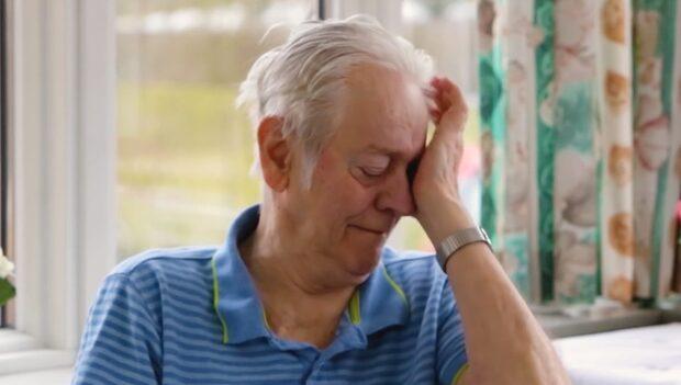 Se 78-åringens tårar när han får uppleva Thailand från äldreboendet