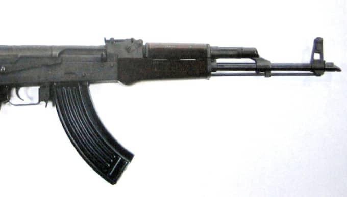 AK47 kalasjnikov. OBS! Bilden är tagen i ett annat sammanhang. Foto: Polisen