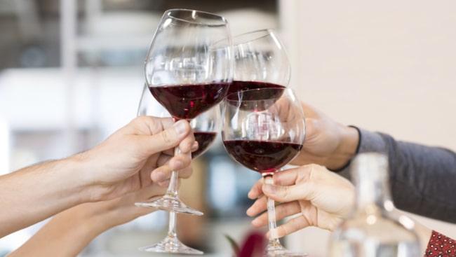 <span>Hans tips är att hellre dricka lite och ofta än mycket och sällan. Då får organen vila.<br></span>