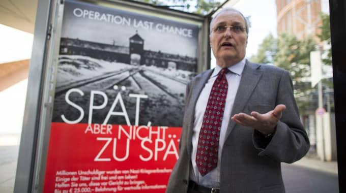 Den kände nazistjägaren Efraim Zuroff pekar ut mannen som SS-vakt i ett slavarbetarläger utanför Bobruisk i Vitryssland. Foto: Gero Breloer/AP