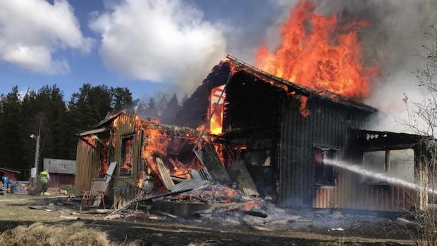 Villa i full brand