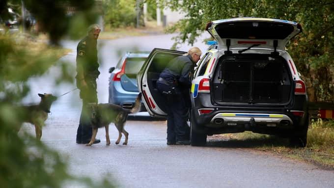 Polisen på plats utanför mordplatsen. Foto: JANNE ÅKESSON / SWEPIX