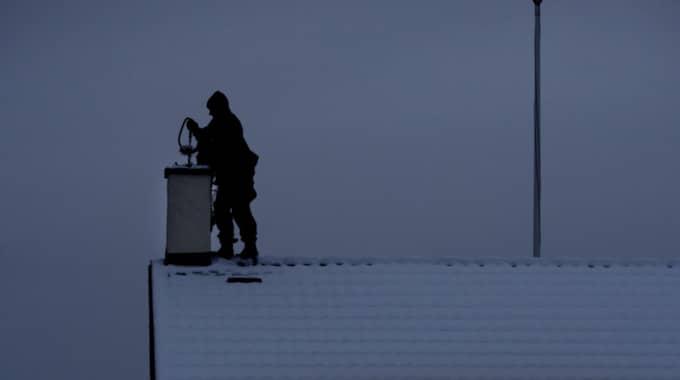 Företaget som ringer runt erbjuder tjänster inom sotning och ventilation. Foto: Robban Andersson