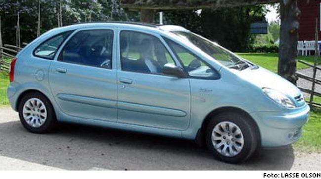 FIN FRANSYSKA I SKÖN MILJÖ... Citroën Xsara Picasso med tvålitersmotor och automatlåda är dessutom ett mycket kompetent transportmedel.