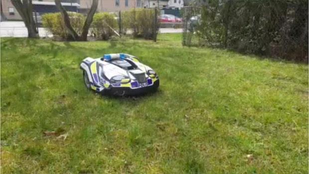 Här klipper Robocop polisens gräsmatta