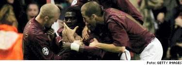 Kolo Toure jublar efter att ha gjort 1-0 mot Villareal.