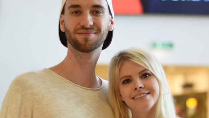 """Två stora namn inom e-sport och streaming. Paret Konrad Ydhage och Emma """"Swebliss"""" Bliss. Foto: Kungsmässan/ Nina Magnusson."""