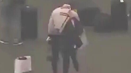Lebron James tårar på flygplatsen efter dödsbeskedet