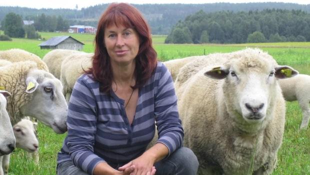 Elisabet, lantbrukare: Hjälper till att släcka med traktorn