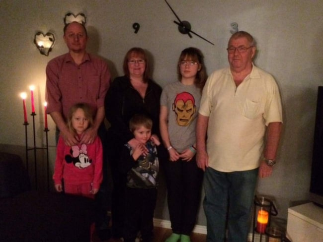 <span>Familjen har räknat ut att de har sex tomma stolar hemma på jul.</span>