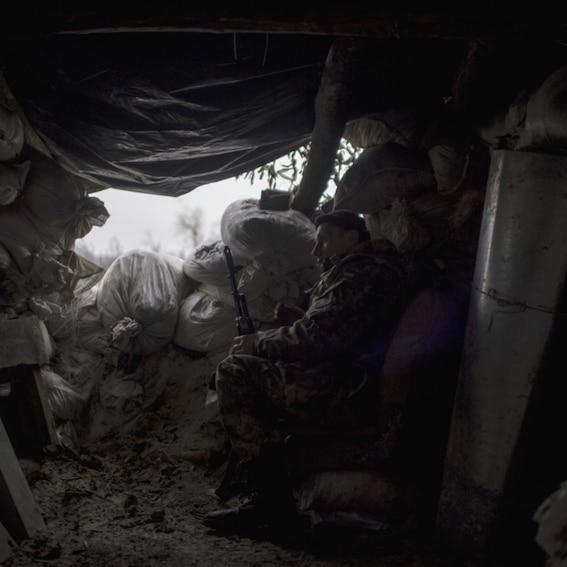4a1329665ab4 Soldat i skyttegrav vid fronten i östra Ukraina. Foto: Christoffer  Hjalmarsson
