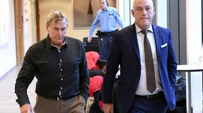 Ulf Karlsson med sin advokat Johan Eriksson Foto: Fredrik Sandberg/Tt / TT NYHETSBYRÅN