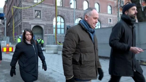 """Här lämnar Jonas Sjöstedt ödesmötet: """"Kan inte säga något"""""""