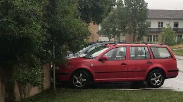 En röd bil är polisens hetaste spår i utredningen