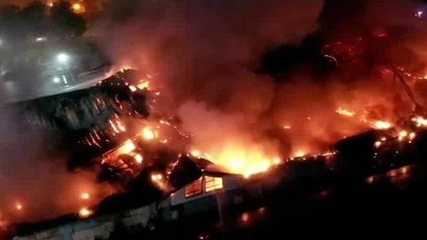 Tennishall förstörd efter kraftig brand