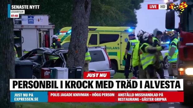 Bil kraschade in i träd –man förd till sjukhus