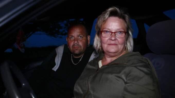 """De som på fredagen besökte den plats där Lisa försvann och där de misstänkta greps är skakade över händelserna som skakat bygden. Roger Andersen, 39, lastbilschaufför, Falköping: """"Det är helt fruktansvärt. Jag kan inte först vad som har hänt."""" Mia Carlsson, 54, sjukpensionär, Falköping: """"Jag har själv barn och lider med hennes familj. Det är obeskrivligt hemskt."""""""