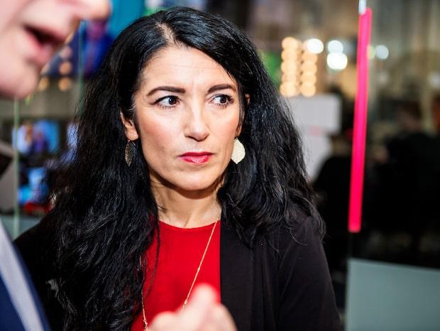 Vänsterpartiet kräver att kandidaten tar avstånd från affischer