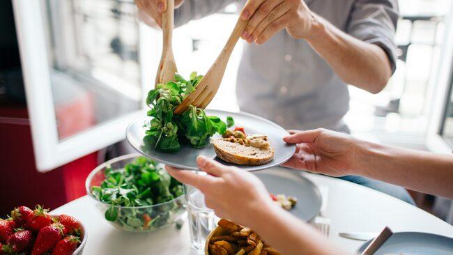 Kost är otroligt viktigt för hälsan. Hur äter invånarna i världens mest hälsosamma länder?