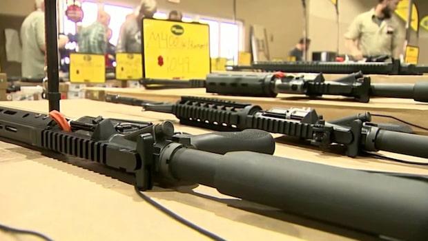 Populär vapenutställning hålls i Miami trots förra veckans skolskjutning