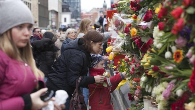 Tusentals deltog vid kärleksmanifestationen efter terrorattacken. Foto: Rex/Shutterstock