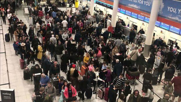 Förseningar och inställda flyg till och från Gatwick