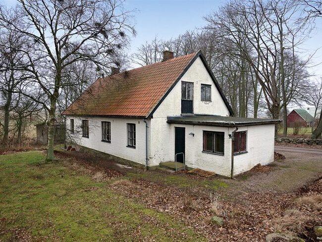 I Hjortshög utanför Helsingborg hittar vi denna opolerade landsbygdspärla. Huset som stått öde i tre år är nu ett av de mest klickade på Hemnet.