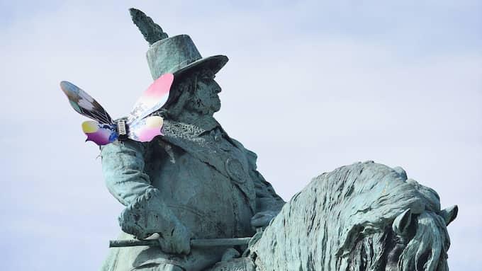 Karl X Gustav på Stortorget. Här med en European Song Contest-fjäril på axeln. Foto: LASSE SVENSSON