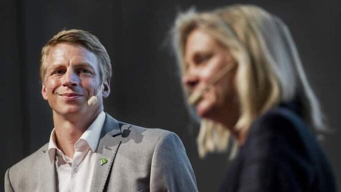 Magdalena Andersson och Per Bolund nickade instämmande när de diskuterade jämställdhet. Foto: Lisa Mattisson