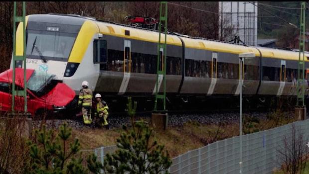 Tåg i krasch med bil