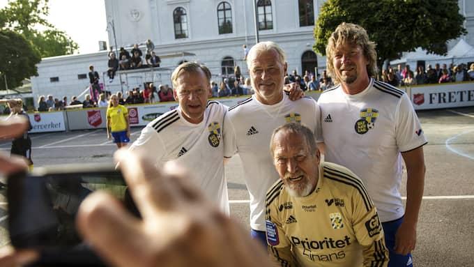 Dan Corneliusson, Glenn Hysén Johnny Ekström och Hans Mosesson under matchen mot Gatans lag. Foto: HENRIK JANSSON